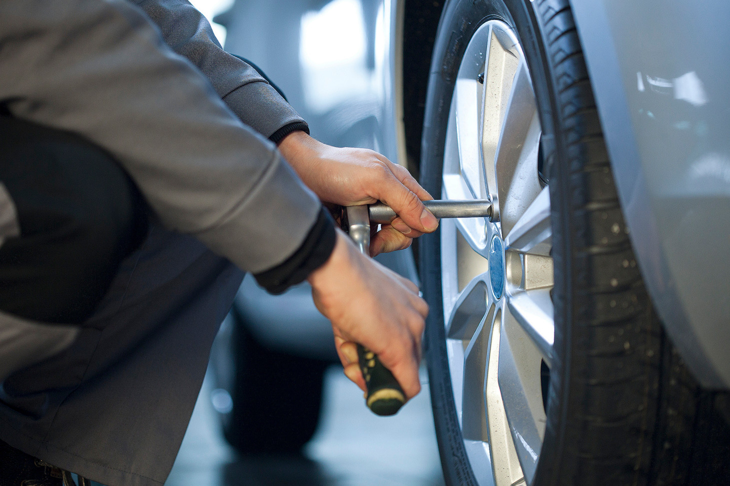 Замена колеса на дороге