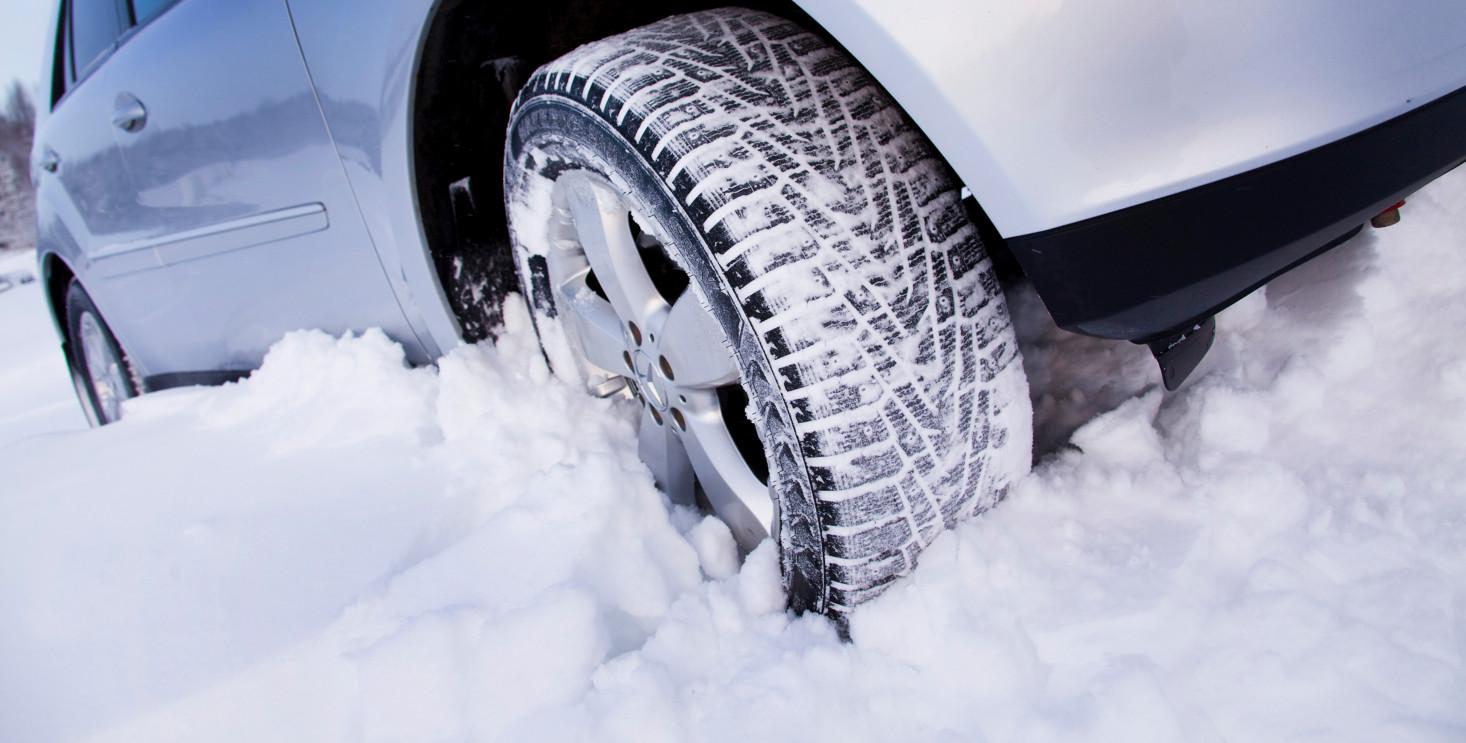 Можно ли установить зимнюю резину только на ведущие колеса?